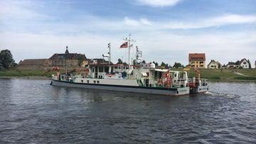 Das Forschungsschiff MS Elbegrund während der Elbschwimmstaffel des Wissenschaftsjahres 2016*17 – Meere und Ozeane