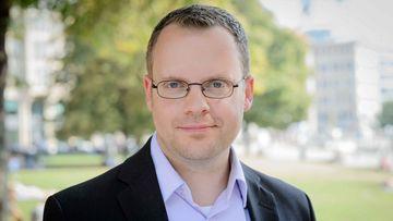 Portraitfoto des Umweltwissenschaftlers Thomas Fischer, er ist Experte für Abfallvermeidung, Recycling, Verpackungspolitik und Nachhaltigkeitsmanagement