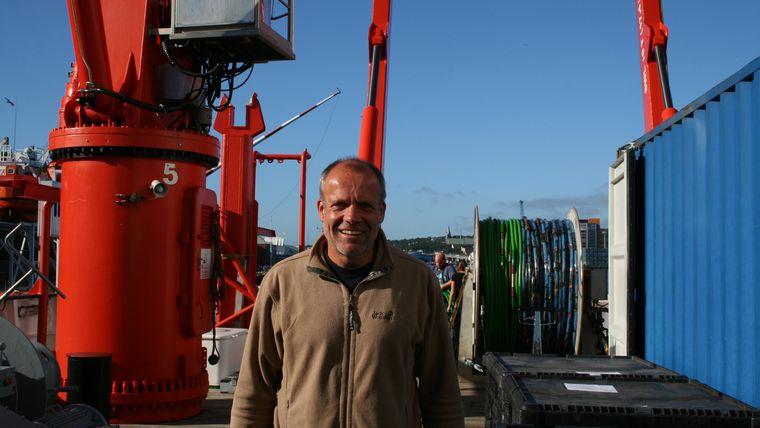 Porträtfoto von Prof. Krastel, dessen Forschung dazu dient, Tsunamis besser einzuschätzen