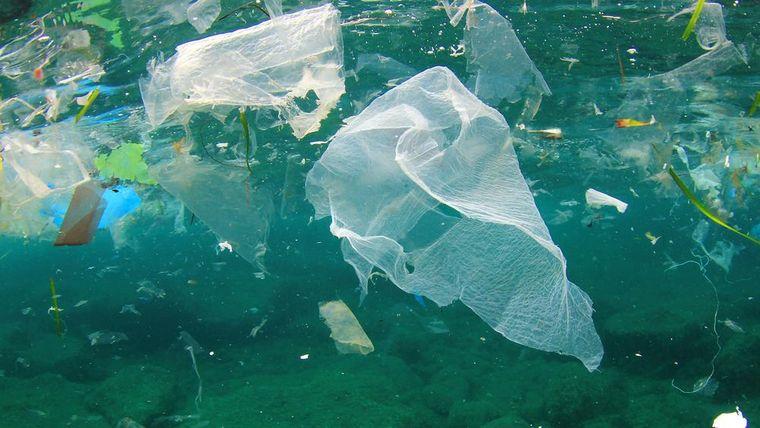 Foto von Plastik im Meer