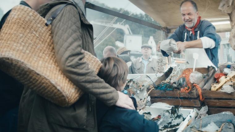 """Eine Szene aus """"Plastik-Peter"""" – dem Kinospot des Wissenschaftsjahres Meere und Ozeane"""