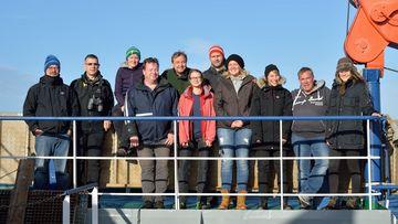 Foto der Besatzung des Forschungsschiffes Walther Herwig III, auf dem u.a. zu Kabeljau vor Grönland geforscht wird